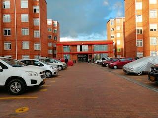 Un grupo de coches estacionados delante de un edificio en Apartamento en venta en Las Cruces, 40m²
