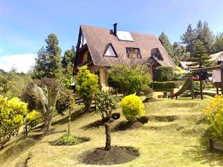 Una casa que tiene un árbol en ella en Casa En Venta En La Calera Vereda El Salitre