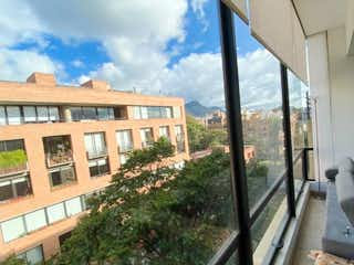 Una vista de una ciudad desde una ventana en ESPECTACULAR APARTAMENTO EN VIRREY EN VENTA