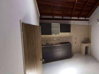 Una cocina con fregadero y nevera en Venta de Casa Sector Vereda San Isidro La Doctora Sabaneta