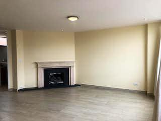 Una sala de estar con una chimenea en ella en Apartamento En Venta En Bogota Chapinero Alto
