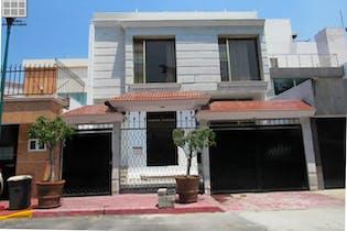 Casa en venta en Jardines de Coyoacán, 356 m² con roof garden