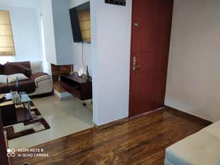 Una sala de estar llena de muebles y un suelo de madera en Casa En Venta En Bogota Jose Joaquin Vargas
