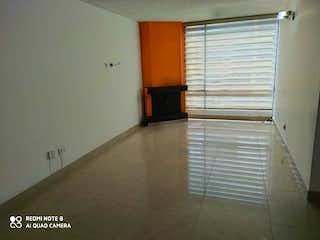 Una habitación que tiene una ventana en ella en Apartamento En Venta En Bogota Galerias
