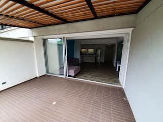 Un cuarto de baño con un inodoro y un lavabo en Apartamento en venta en Casco Urbano Santa Fé De Antioquia de 82m² con Gimnasio...