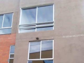 Un edificio con una ventana y una ventana en Casa en venta en Casco Urbano El Carmen De Viboral, 90m²