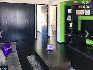 Una sala de estar con un sofá y una mesa de café en REFORMA SANTA FE