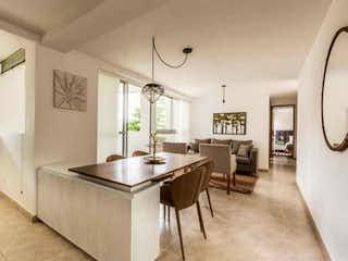 Una gran cocina blanca con un gran ventanal en Apartamento en venta en Mota de 3 hab. con Balcón...