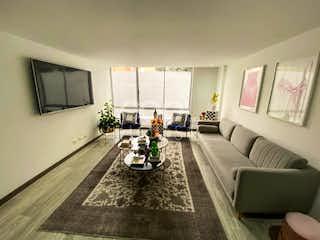 Una sala de estar llena de muebles y una chimenea en Apartamento en venta o arriendo en Santa Bárbara