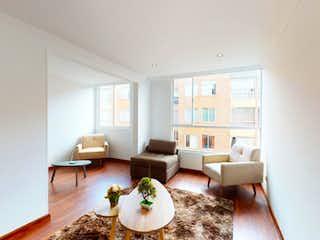 Una sala de estar llena de muebles y una mesa en Vendo Apartamento Camino de San Jorge en Arborizadora, Ciudad Bolivar