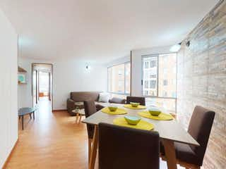 Una sala de estar llena de muebles y un suelo de madera en Vendo Apto Ciudla. Pq. Central de Occ. I - Gran Granada, Engativá.