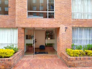 Un gran edificio de ladrillo con una gran ventana en Apartamento en venta en Casa Blanca Suba con acceso a Gimnasio