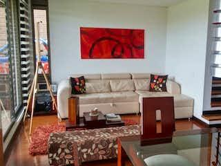 Una sala de estar llena de muebles y una chimenea en Venta de Casa en Conjunto Palo de Agua, Cota
