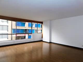 Una cocina con nevera y una ventana en Apartamento en venta en El Virrey de 2 habitaciones