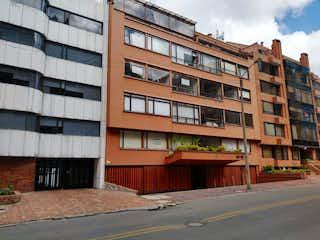 Un gran edificio con un gran edificio en el fondo en Apartamento para Venta en Rosales
