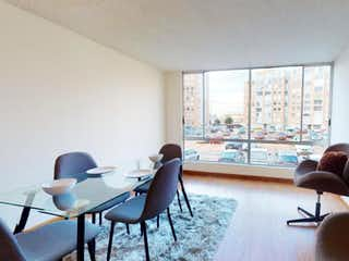 Un par de sillas y una mesa en una habitación en Apartamento en venta en Tibabita 65m² con Jardín...