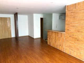 Una sala de estar con suelos de madera y suelos de madera en Apartamento en venta en Santa Bárbara Occidental, 76mt