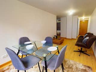 Una sala de estar llena de muebles y una ventana en Apartamento en venta en Barrio Pasadena 51m² con Jardín...