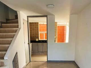 Un cuarto de baño con un inodoro y un lavabo en Casa en venta en Belén Centro 80m² con Jardín...