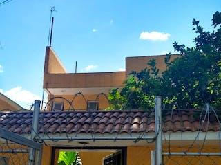 Un edificio que tiene un edificio en él en Casa en Ctm  Culhuacan VI