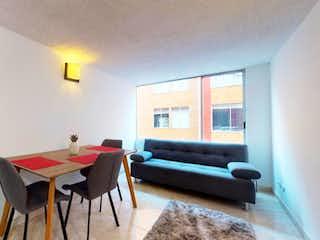 Una sala de estar llena de muebles y una ventana en Se Vende Apartamento en Osorio III, Calandaima.
