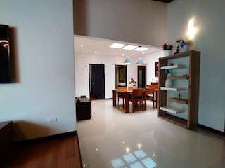 Un cuarto de baño con lavabo y un espejo en Apartamento venta Laureles, Medellin, Antioquia