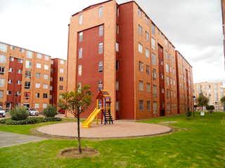 Un edificio alto sentado en la esquina de una calle en Apartamento En Venta En Bogota Sabana Grande Reservado