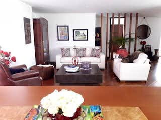 Una sala de estar llena de muebles y una gran ventana en Apartamento En Venta En Bogota Santa Ana Oriental-Usaquén