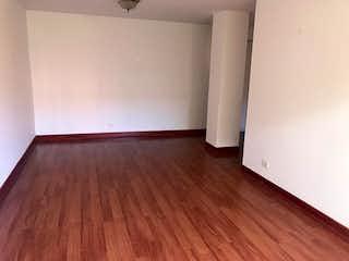 Un cuarto de baño con un aseo blanco y un suelo de madera en Apartamento En Venta En Bogota La Carolina-Usaquén