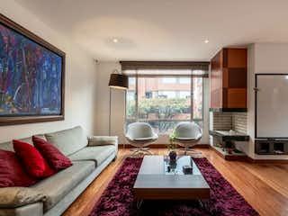 Una sala de estar llena de muebles y una mesa en Apartamento en venta en Chicó Navarra, 152m² con Balcón...