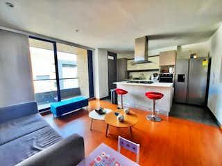 Una sala de estar llena de muebles y una televisión de pantalla plana en APARTAMENTO EN VENTA EN SANTA BARBARA