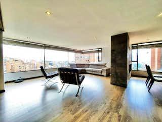 Una sala de estar llena de muebles y una ventana en Apartamento en venta en El Refugio, 210m² con Piscina...
