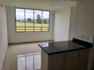 Un baño con un lavabo y una ventana en Apartamento En Venta En Chia Naranjos