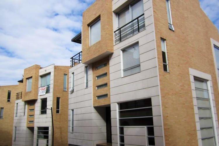 Portada Casa En Venta En Bogota Cerros De Suba, con 4 habitaciones