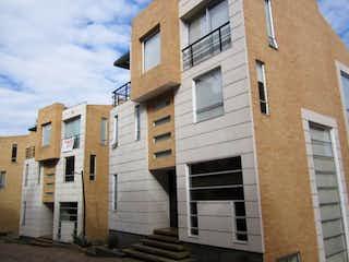 Un par de edificios que están uno al lado del otro en Casa