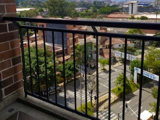 Una vista del horizonte de la ciudad desde una ventana en Vendo apartamento en Sabaneta cerca a todo, unidad completa.