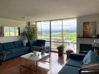 Una sala de estar llena de muebles y una gran ventana en Venta Apartamento Tibadita - Usaquén