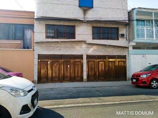 Un coche estacionado delante de una casa en Casa en Venta en Arenal 3a Sección Venustiano Carranza