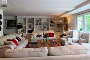 Casa en venta en Las Águilas, 550 m² con jardín y patio