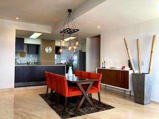 Una cocina con una mesa y sillas en ella en Lindo dpto en sens 2 Rec  $6,400,000