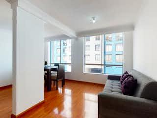 Una sala de estar llena de muebles y una gran ventana en Apartamento en venta en Nueva Marsella, 70mt