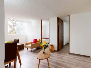 Una sala de estar llena de muebles y una mesa en Vendo Apartamento Sol de la Sabana en Campo Verde, Tintal Sur.