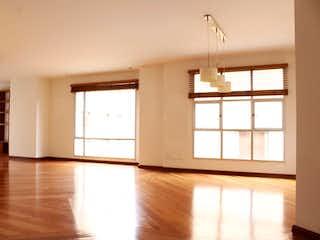 Una vista de una sala de estar con una ventana en Apartamento en la Cabrera