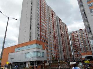 Un gran edificio con un gran edificio en el fondo en Apartamento en venta en Castilla con Jardín...