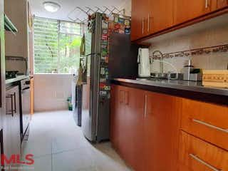 Una cocina con una estufa de fregadero y nevera en Poblado de San Diego