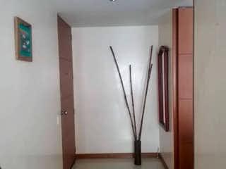 Un pasillo que conduce a un pasillo con una puerta en Venta de Apartamento en cedritos, Usaquen- Bogota