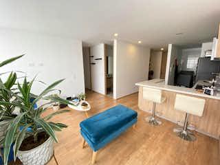 Una sala de estar llena de muebles y una televisión de pantalla plana en PERFECTO APARTAMENTO EN SANTA BARBARA- VENTA
