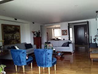Una sala de estar llena de muebles y una televisión de pantalla plana en Apartamento en venta en Las Palmas, 284m² con Zonas húmedas...