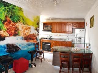 Una sala de estar llena de muebles y una chimenea en Apartamento en Venta en Boston