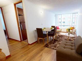 Una sala de estar llena de muebles y un suelo de madera en Apartamento en venta en Castilla de 2 alcoba